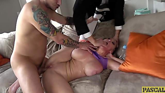 Screaming mature wife wants jizz on her melons