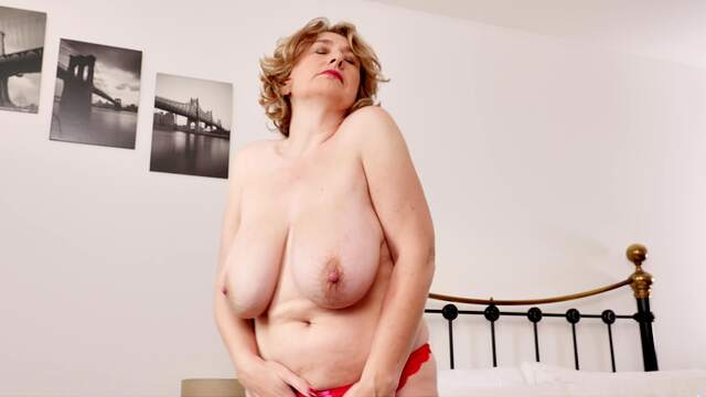 Mature with big saggy tits in special home XXX