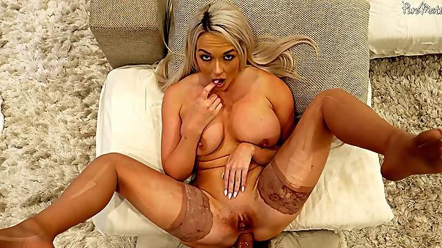 MILF leaves partner to bang her ass hole in a perfect POV tryout