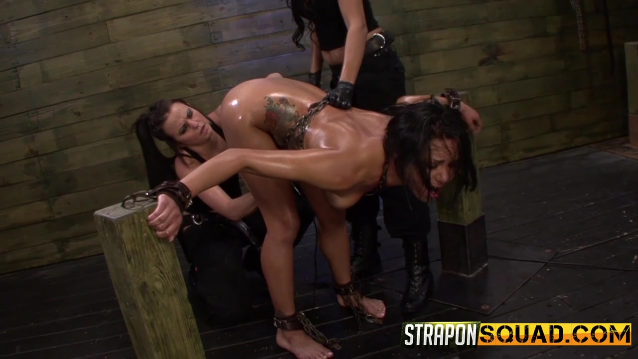 Submissive girls leaves lesbians to dominate her