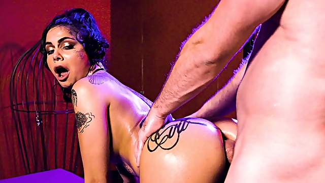 Inked Genevieve Sinn is all stirred up and ready for a hot screw