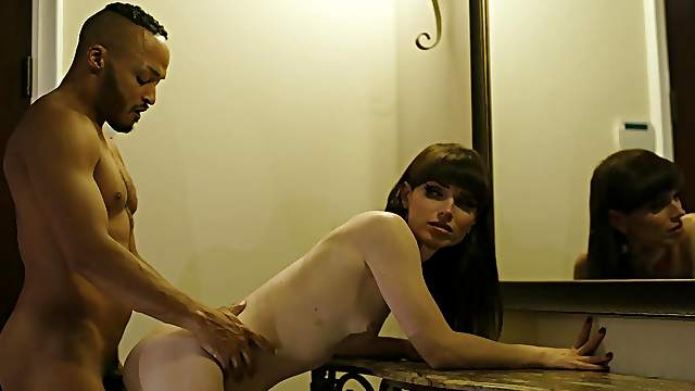 Amateur woman bends for the BBC with great lust