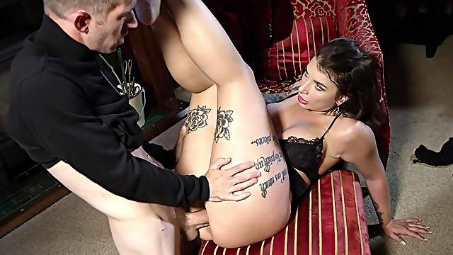 Big ass woman takes it hard and she knows her shit
