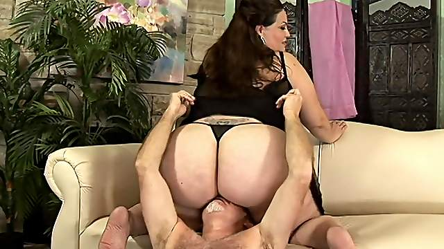 Large lady facesits during a rough and rousing sex date