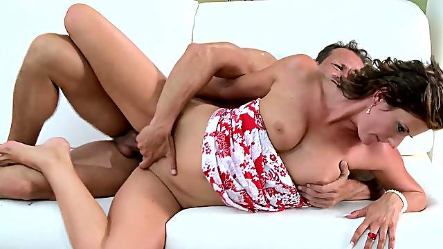 Energized wife gets the dick drilling her more than enough