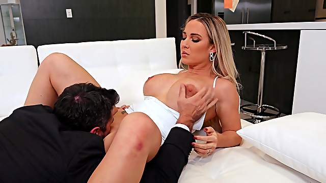 Exquisite Amber Jade gets her cunt munched before amazing sex