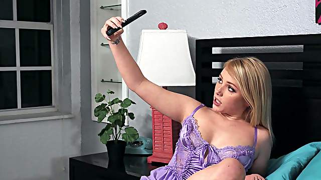Top blonde goes down on cock and aims to fuck like a whore